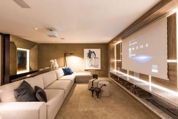 Sala de tv com cores neutras