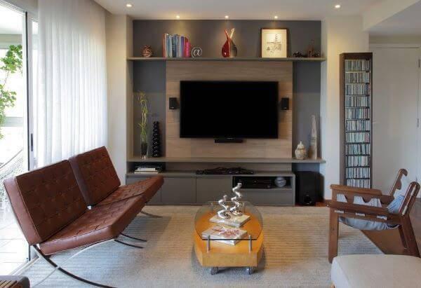 Decoração de sala de estar com poltronas de couro