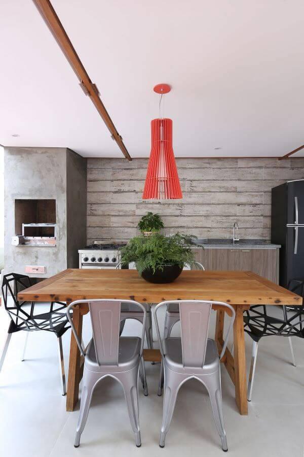 Decoração de varanda com churrasqueira com cimento queimado
