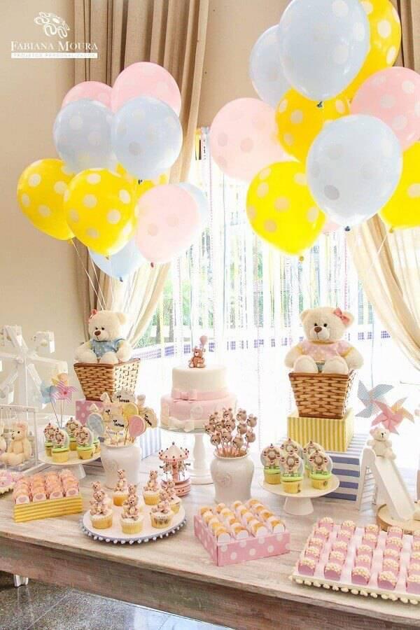 delicada decoração para mesa de aniversário com tema ursinhos Foto Fabiana Moura