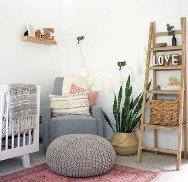 A espada de são jorge é uma das plantas para quarto que podem ser cultivadas em dormitórios de bebê