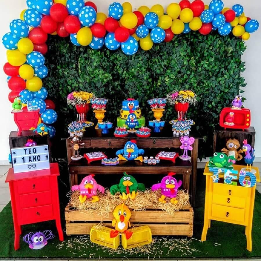 festa da galinha pintadinha com mesa de festa de aniversário colorida  Foto Navire Festas Decoração