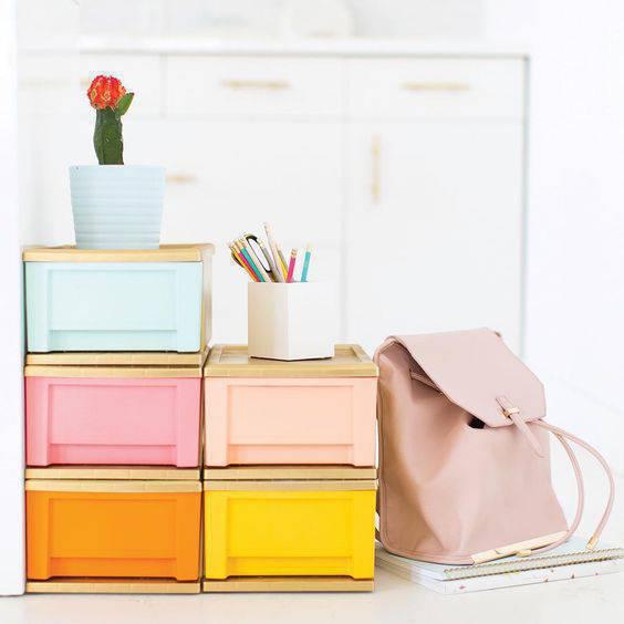 Organizador colorido para gaveteiro de sala