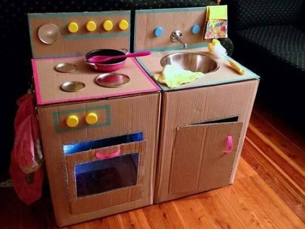 Brinquedos feitos com caixa de papelão