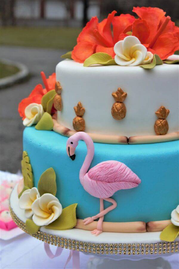 Modelo fake de bolo de flamingo criativo