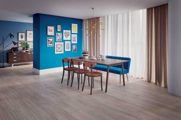 Decore o cômodo com piso flutuante