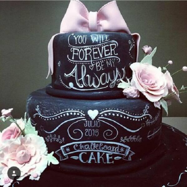Modelo fake de bolo de casamento
