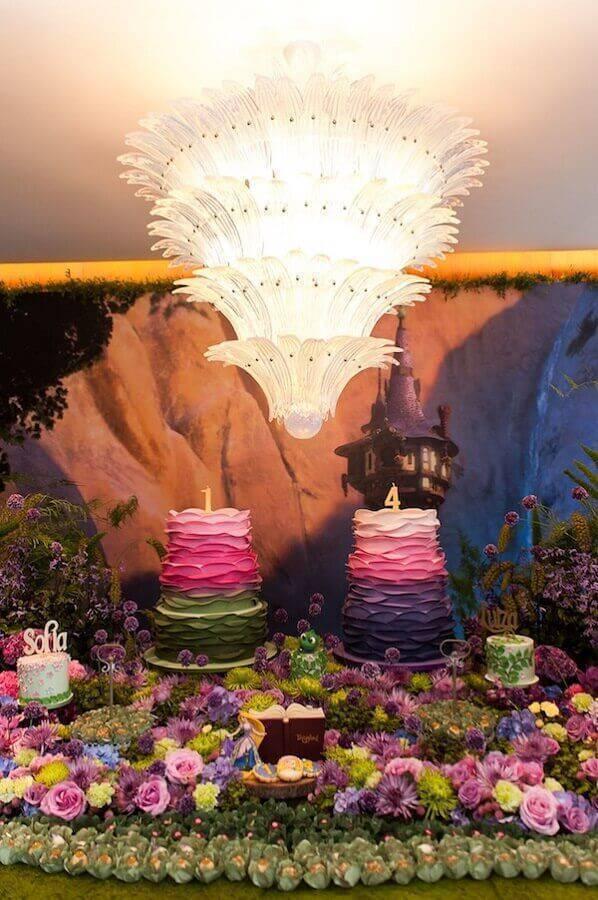 linda decoração para mesa de aniversário colorida Foto La Nick Decor