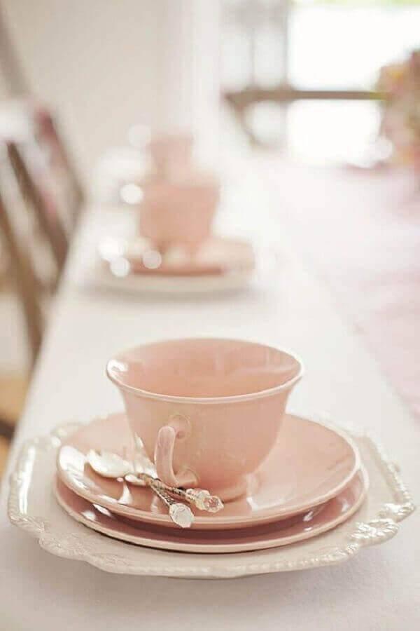 louças delicadas cor de rosa para mesa de café da manhã decorada Foto Pinosy