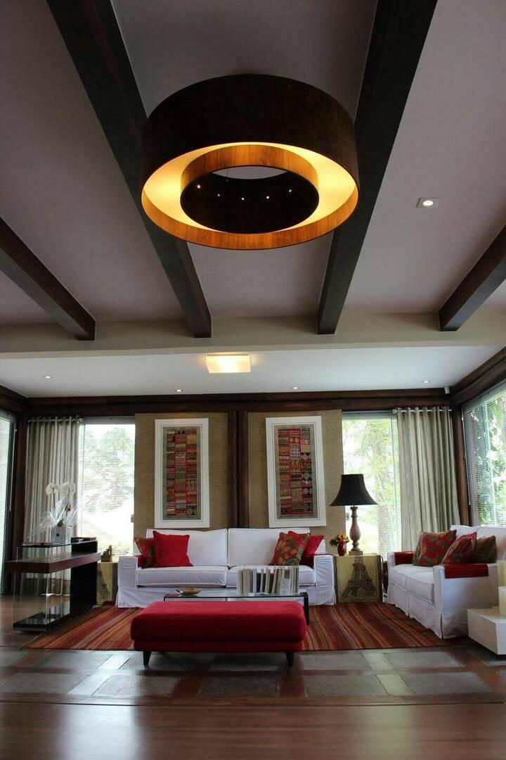 lustres modernos - sala de estar com lustre grande