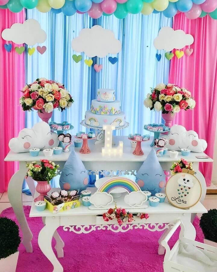 mesa de aniversário decorada com tema chuva de amor  Foto Pinterest