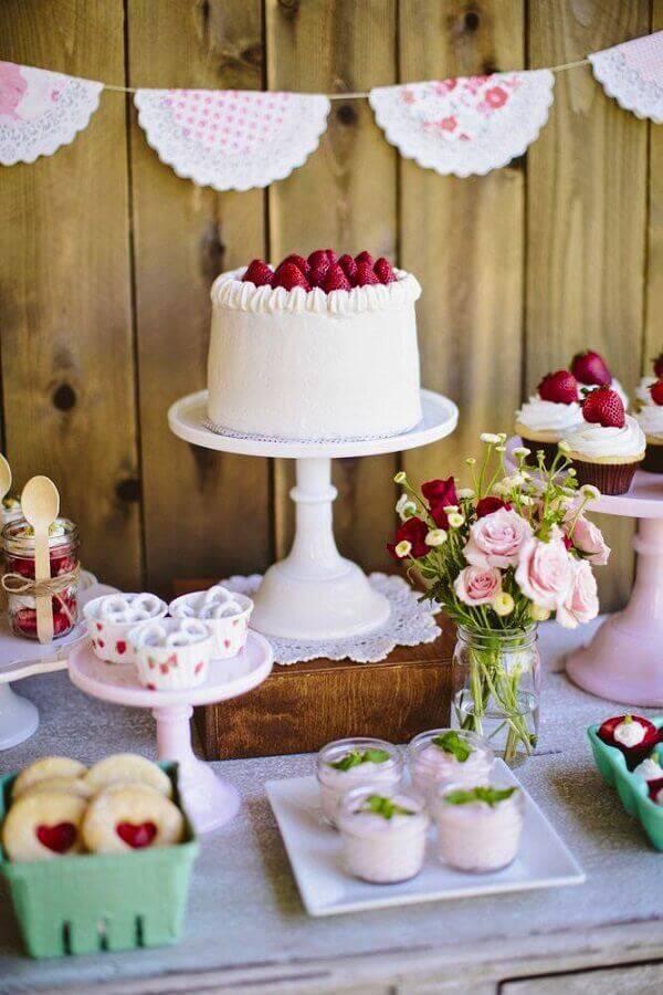 mesa de aniversário simples Foto Weddbook