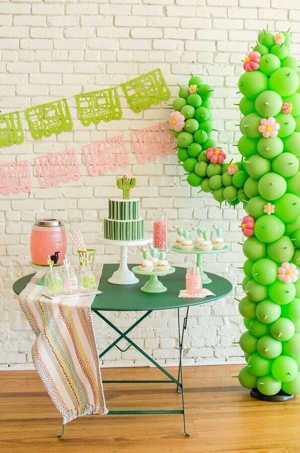 mesa de aniversário simples com tema cactos  Foto Mint Event Design