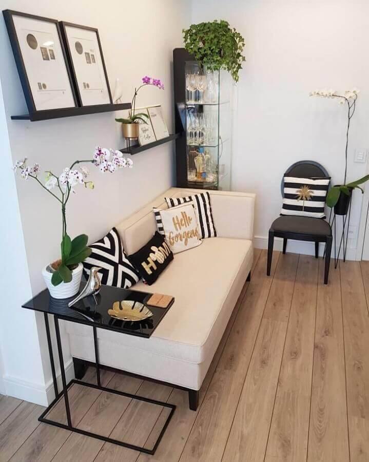 mesa de apoio para sofá sem braço Foto Karla Stephen