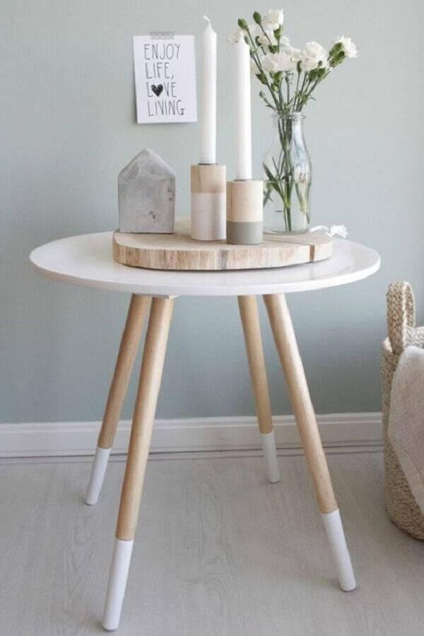 mesa de apoio redonda com pés palito Foto Freshideen