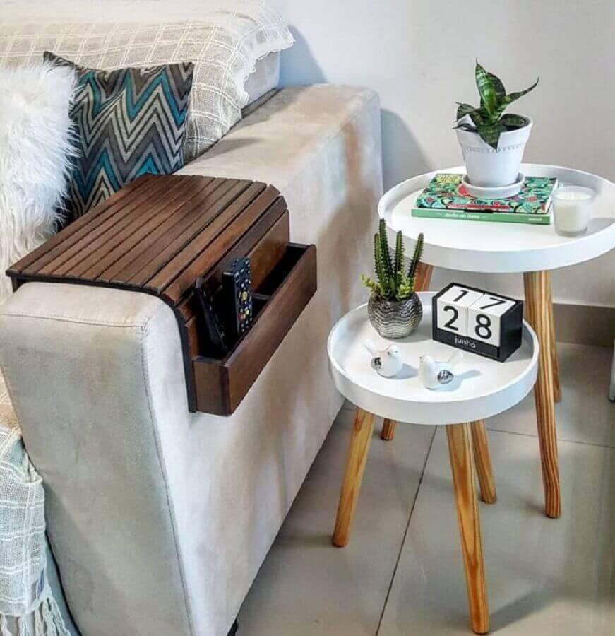 mesa de apoio redonda para sofá Foto Joh Soares
