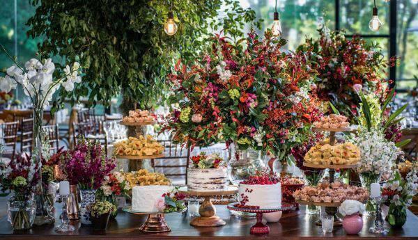 Mesa de bolo de casamento rustica