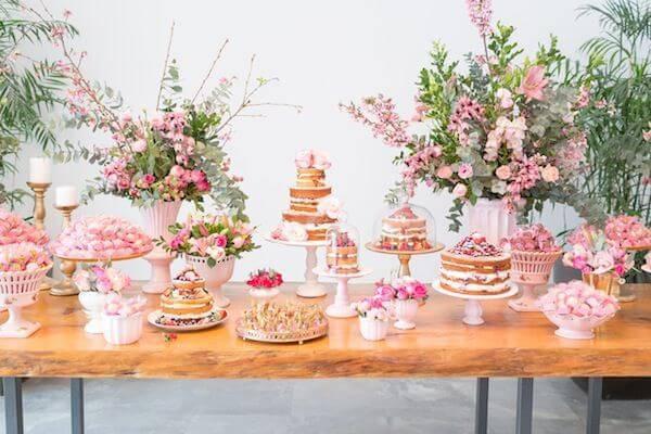 Mesa de bolo de casamento para decoração