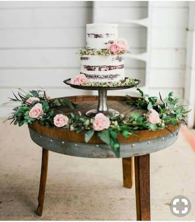 mesa de bolo de casamento simples