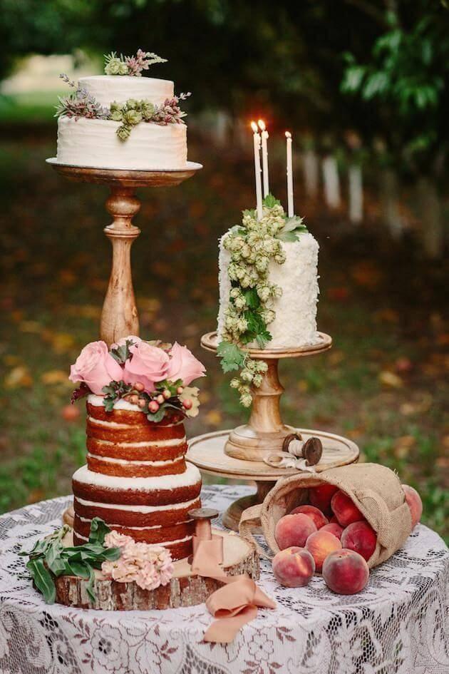 Mesa de bolo de casamento com trio
