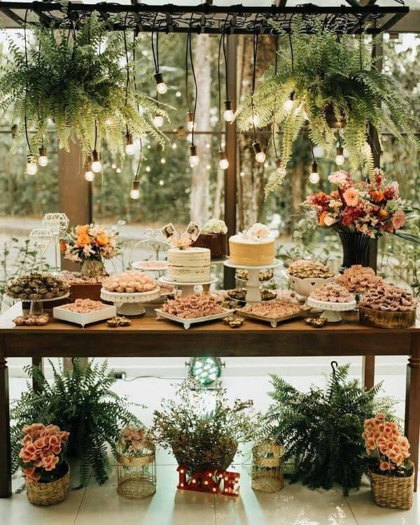 decoração da sua mesa de bolo de casamento