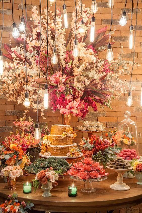 Mesa de bolo para casamento criativo e lindo