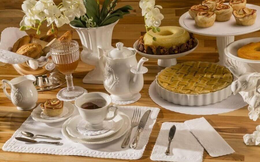 mesa de café da manhã decorada toda branca Foto Relevo Guardanapos