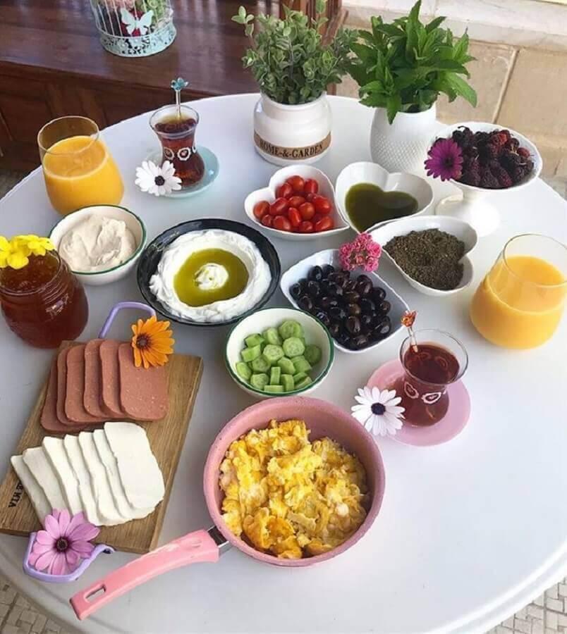 mesa de café da manhã simples Foto Fattoush