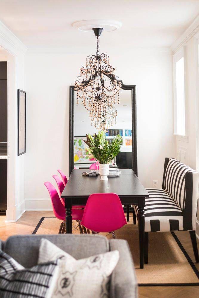 Mesa de jantar preta com cadeira eames rosa pink
