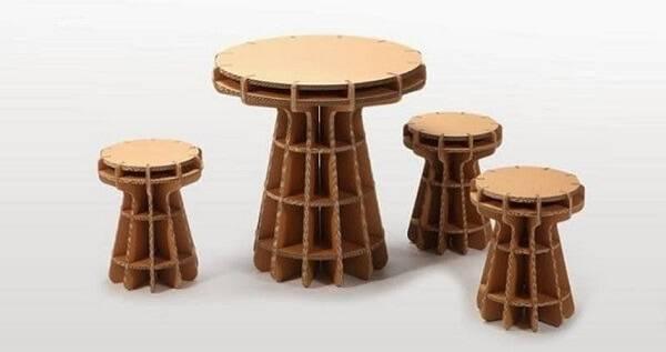 Móveis de papelão são versáteis e combinam com diferentes estilos de decoração