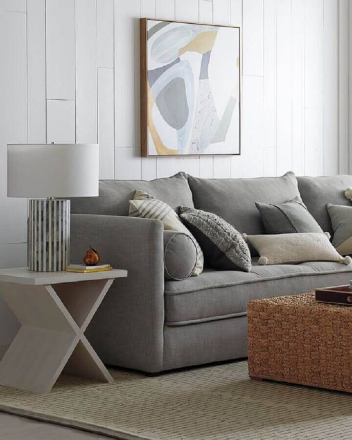 mesa lateral de apoio para sala simples com sofá cinza Foto Pinterest