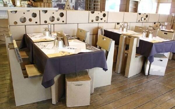Decore seu estabelecimento comercial com móveis de papelão