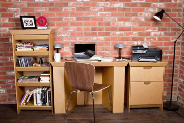 O escritório recebeu a presença de móveis de papelão