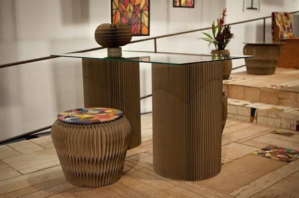 Mescle materiais na decoração como vidro e papelão