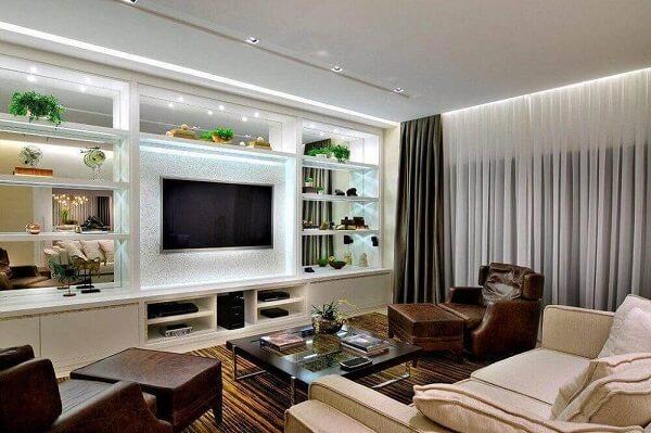 Poltronas para sala de tv feitos em couro trazem sofisticação ao ambiente