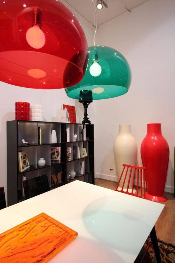Lustres nas cores vermelha e tiffany