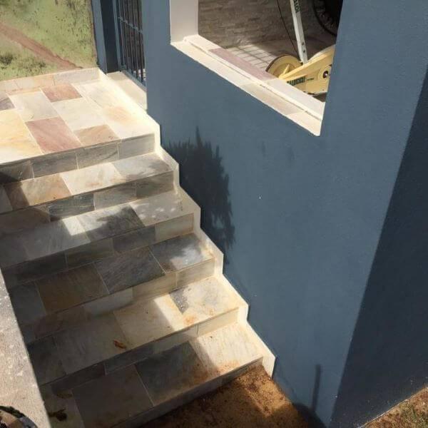 Pedra serrada para entrada de casa