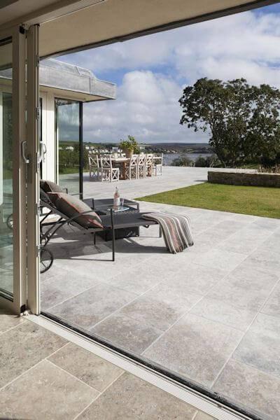 Pedra mineira serrada como piso