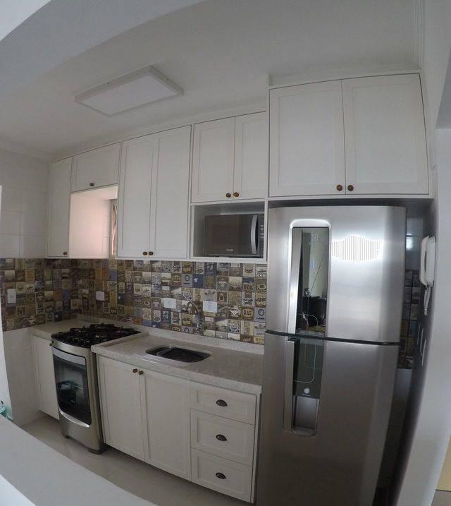 pia de granito - móveis planejados brancos e geladeiras de inox
