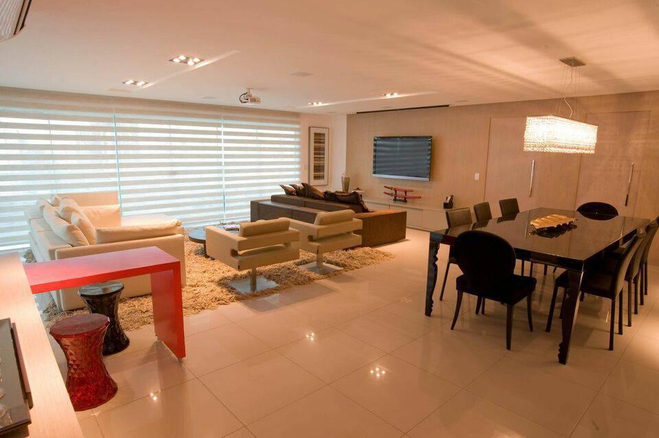 poltrona giratória - sala de estar com poltronas brancas giratórias