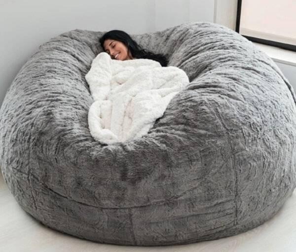 Modelo de puff gigante para dormir em tom cinza