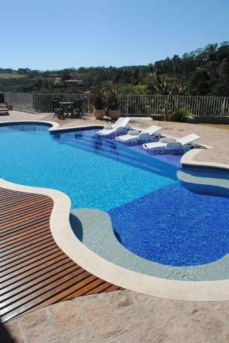 revestimento para piscina - piscina com formado circular