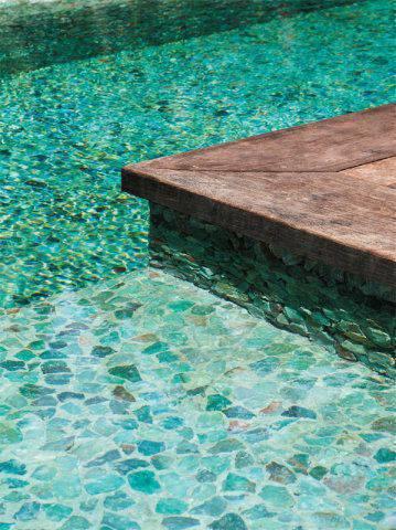 revestimento para piscina - piscina com pedra canjiquinha