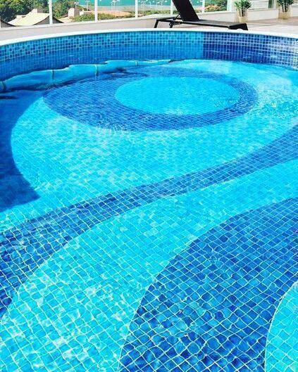 revestimento para piscina - piscina com revestimento colorido