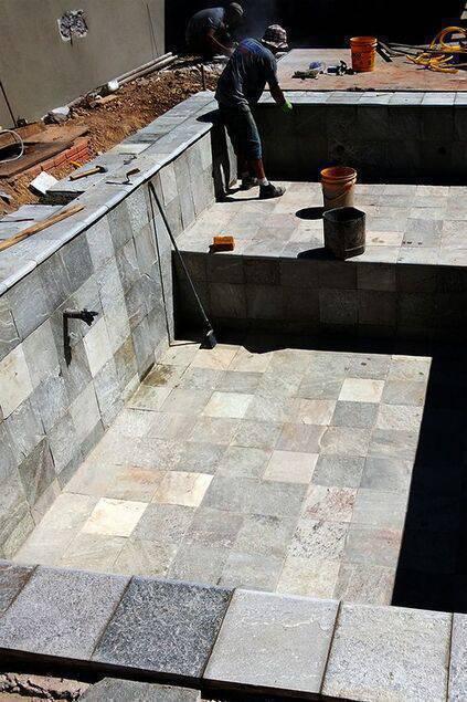 revestimento para piscina - piscina sendo feita