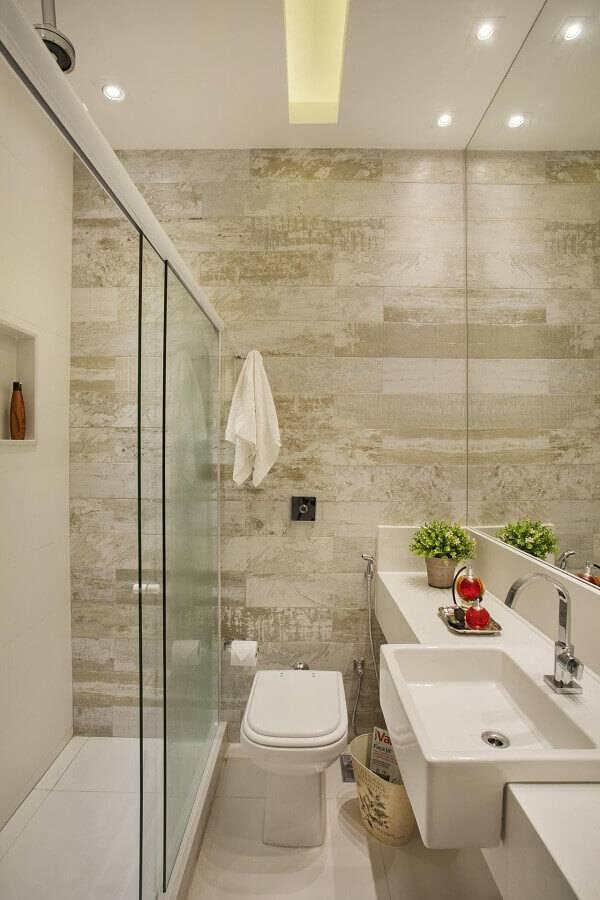 revestimentos em cores neutras para banheiro pequeno planejado Foto Cyntia Sabat