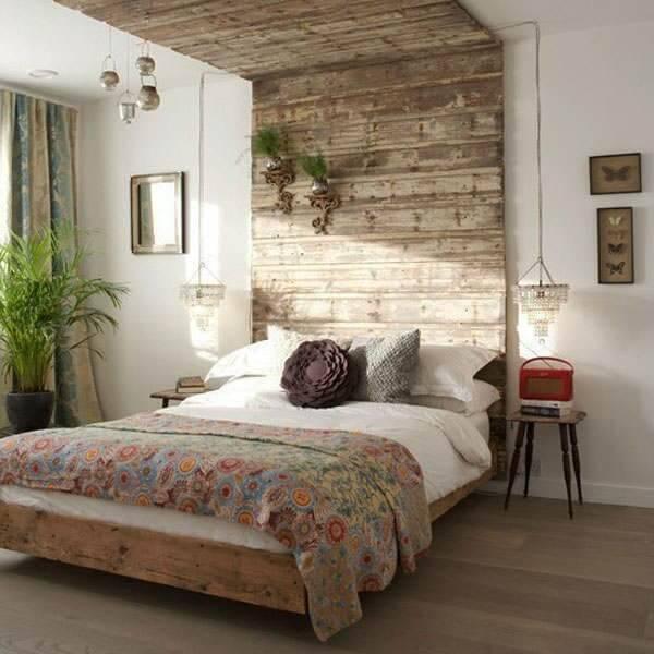 Quarto rústico de casal com decoração de madeira