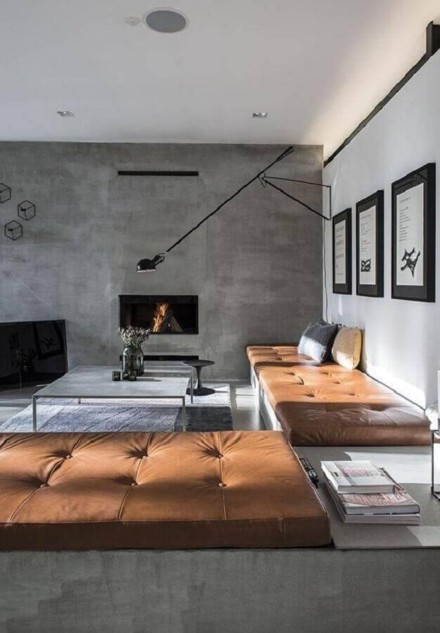 sala decorada com acabamento em cimento queimado e sofá sem braço Foto HappyModern