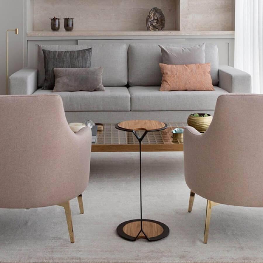 sala decorada com mesa de apoio redonda pequena Foto Anq In
