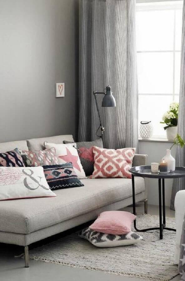sala decorada com sofá pequeno sem braço Foto Wood Save